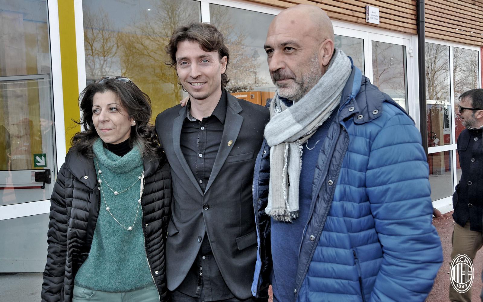 Montolivo in visita ad Amatrice. Fonte foto: A.C. Milan