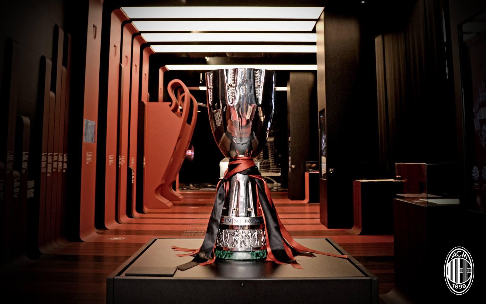 La Supercoppa 2016 è arrivata a Casa Milan! Fonte foto: A.C. Milan