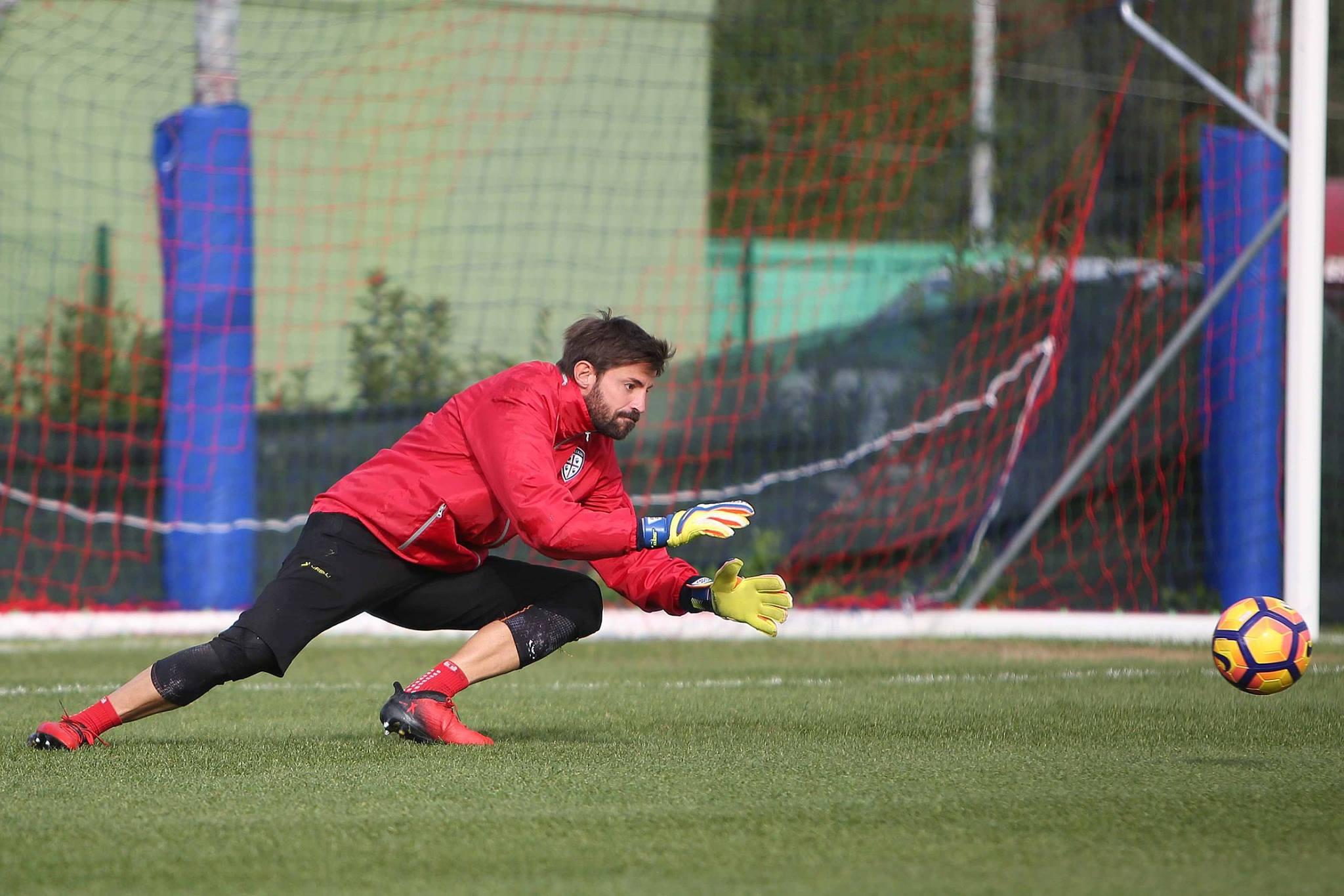 Marco Storari in azione durante un allenamento. Fonte foto: Cagliari Calcio