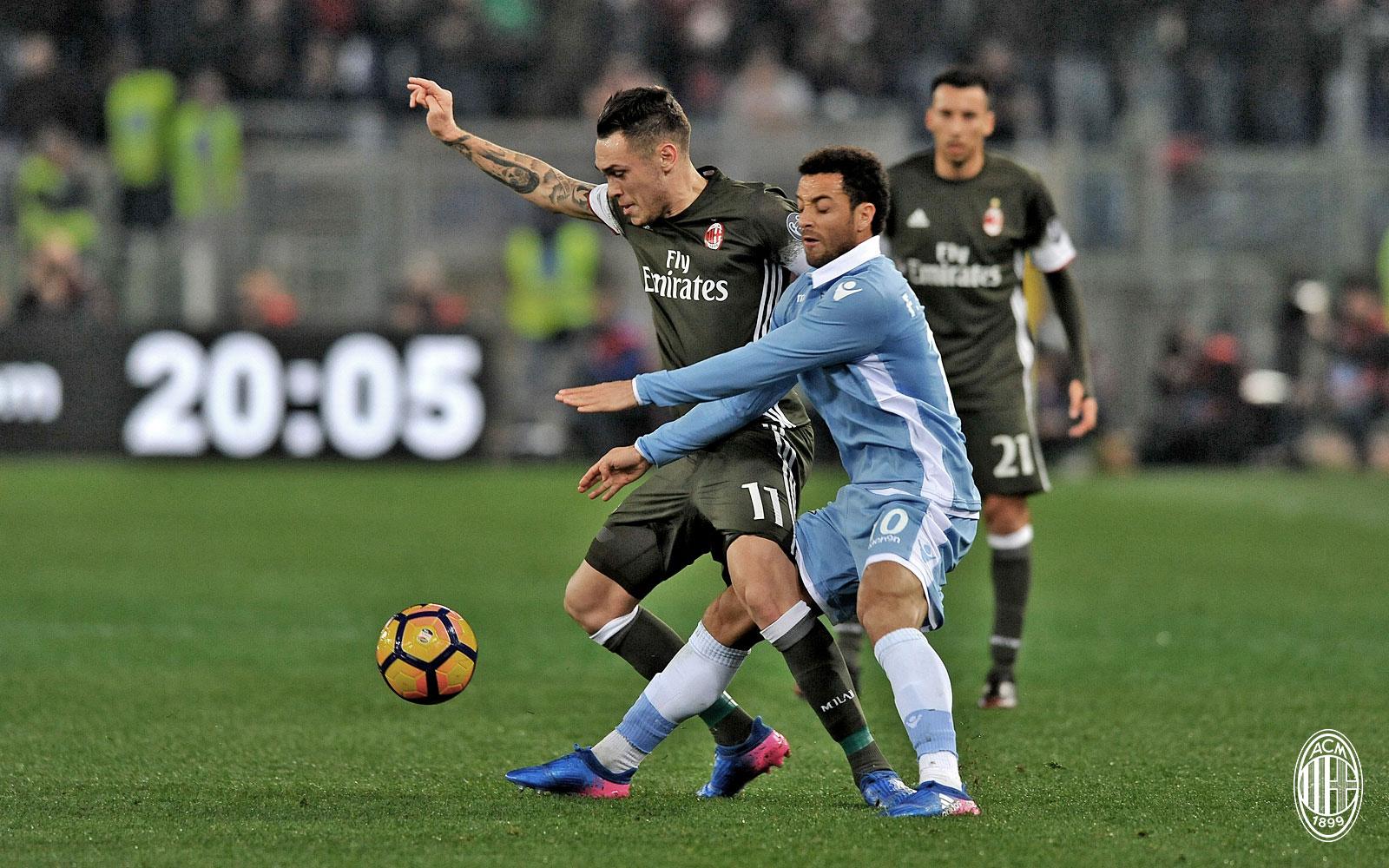 Lucas Ocampos in azione durante Lazio-Milan